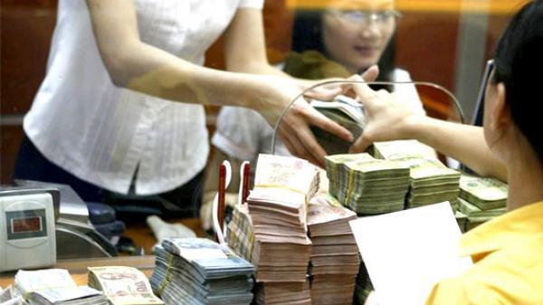 Miền Tây: Cô gái kẹp mảnh giấy cho nhân viên ngân hàng báo cướp