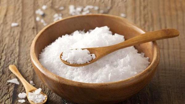 Nhà giàu thường bí mật đặt bát muối ở góc nhà, cả năm không dám đổ đi, ai ngờ vì...