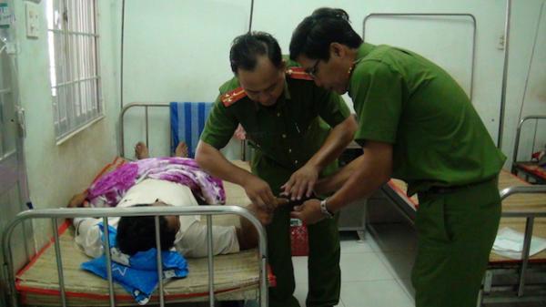Công an Trà Vinh đến tận giường bệnh cấp CMND cho người nhân