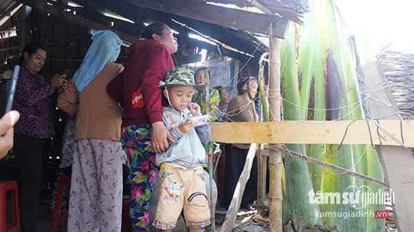 Quái gở chuyện hàng đoàn người vái lạy cây chuối khổng lồ ở Trà Vinh