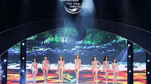 Thí sinh Hoa hậu Biển Việt Nam diễn bikini nóng bỏng đêm bán kết diễn ra ở Kiên Giang