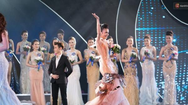 Thí sinh Hoa hậu Biển vấp váy, té ngã trên sân khấu được gọi tên vào Top 40 trong đêm Bán kết ở Kiên Giang