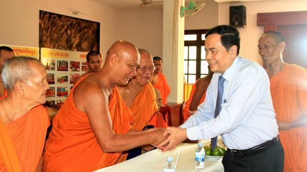 Chủ tịch Trần Thanh Mẫn chúc Tết Chôl Chnăm Thmây tại tỉnh Trà Vinh