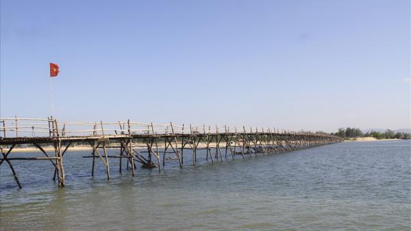 Ngắm cây cầu gỗ dài nhất Việt Nam