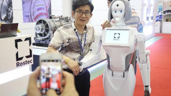 """Cận cảnh nhan sắc """"cô gái"""" robot tại Việt Nam Expo 2018"""