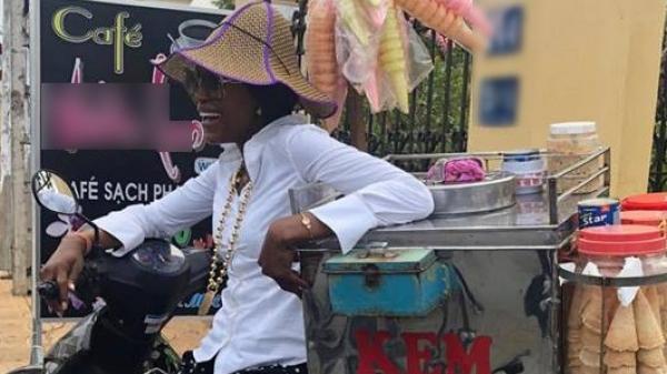 Siêu mẫu huyền thoại thế giới Naomi Campbell giản dị và đáng yêu vô cùng bên chiếc xe kem ở miền Tây