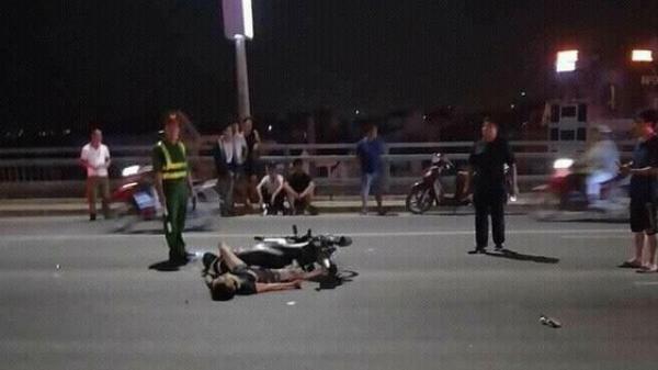 Thanh niên tử vong sau màn vít ga 'núp gió' trên xe máy