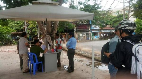 Hoảng hồn phát hiện xác người trôi gần trạm buýt sông Sài Gòn