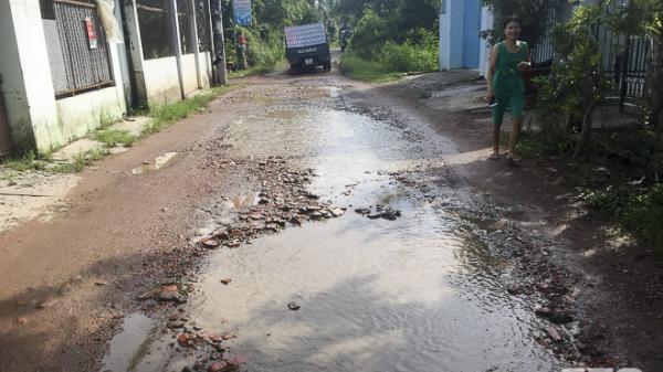 Sóc Trăng: Nhiều đoạn hư hỏng và ngập nước trên đường Huỳnh Phan Hộ