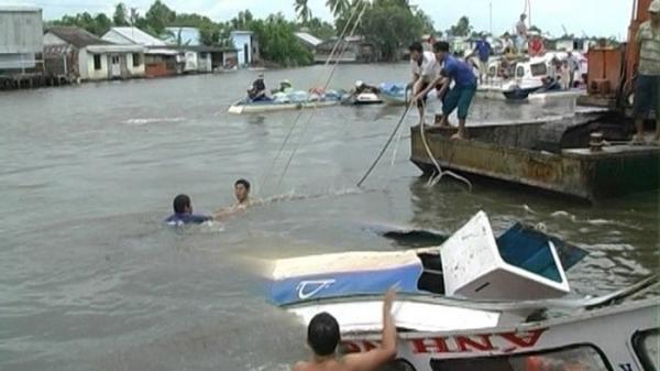 Miền Tây: KINH HOÀNG Cano va chạm với sà lan trên sông Hậu, ít nhất 5 người thương vong
