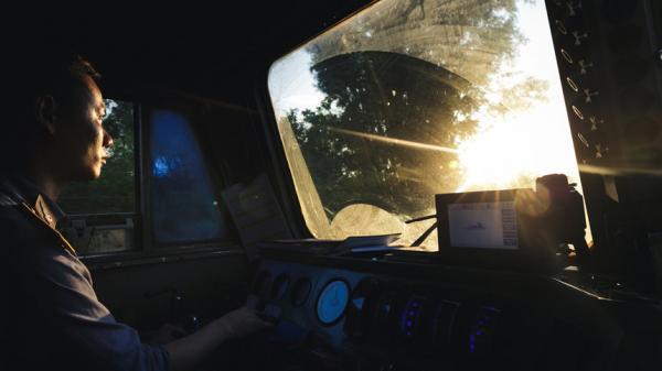 Hành trình cực nhọc của người lái tàu hỏa