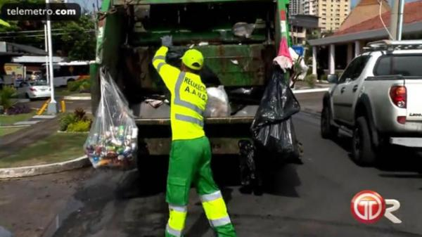 Sốc: Trọng tài World Cup 2018 có nghề chính là công nhân lấy rác