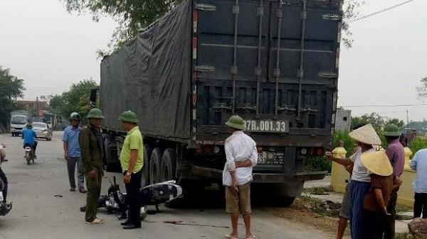 Nghệ An: Nam thanh niên nguy kịch khi đâm vào xe container đang đậu
