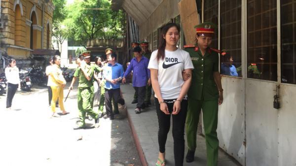 TP.HCM: Dán nhãn chai thuê, cô gái trẻ vướng vòng lao lý