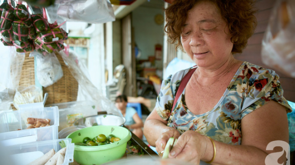 Quá khứ buồn của bà chủ xe tré có tuổi đời 45 năm ở Sài Gòn: chồng bỏ, sáng bán tré, tối hai mẹ con ngủ vỉa hè