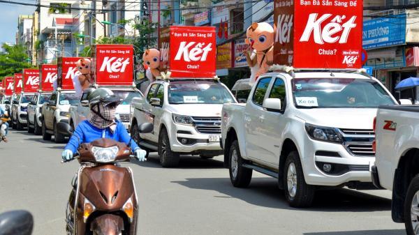 """Người Sài Gòn thích thú với dàn thần tình yêu đi """"xế siêu ngầu"""" vòng quanh thành phố"""