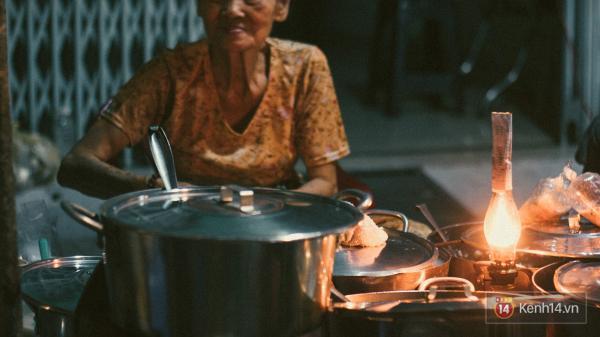 Hàng chè đêm giá 5k tồn tại suốt 42 năm ở Sài Gòn chỉ bán 3 tiếng/ngày là hết