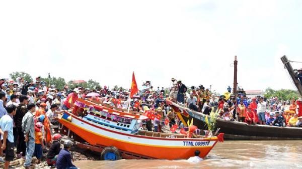 Trà Vinh: Hàng chục ngàn người dự lễ hội Nghinh Ông