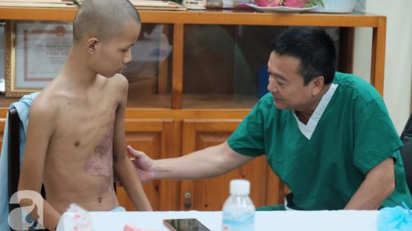 28 ngày hôn mê và hành trình từ cõi chết trở về của bé trai ở Sài Gòn bị xe buýt cán qua người