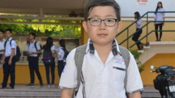"""Miền Tây: Sĩ tử """"mini"""" 18 tuổi bụ bẫm xinh trai, cao tròn 1 mét đi thi THPT Quốc gia"""