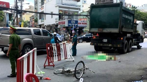 Xe rác chạy tốc độ cao tông chết người phụ nữ ở Sài Gòn