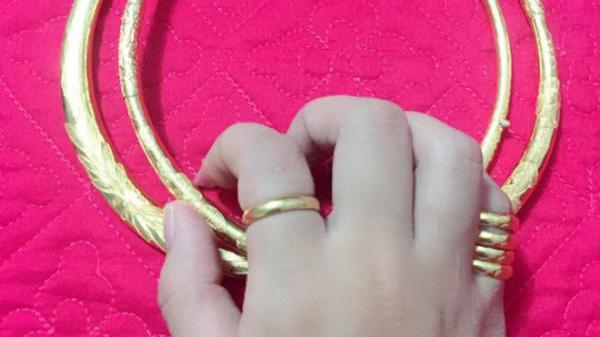 """Vừa cưới xong chị chồng đòi giữ hộ vàng vì """"nhà chị có két sắt"""", em dâu nhờ tư vấn đáp lại thế nào cho ngầu?"""