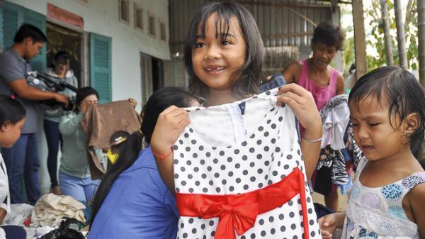 Sóc Trăng: Tủ áo tình thương - mang hơi ấm cho người nghèo