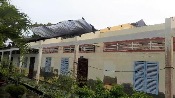 Miền Tây: Lốc xoáy khiến sập mái 6 nhà dân và 3 phòng học