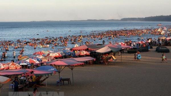 Nắng nóng, 100% khách sạn, nhà nghỉ ở thị xã Cửa Lò kín phòng