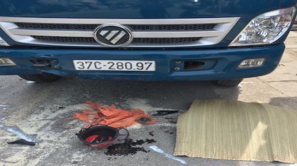 Nghệ An: Chồng chê't, vợ nguy kịch sau va chạm với xe tải