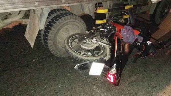 TP.HCM: Xe máy bị kéo lê hàng chục mét khi vào đường cấm