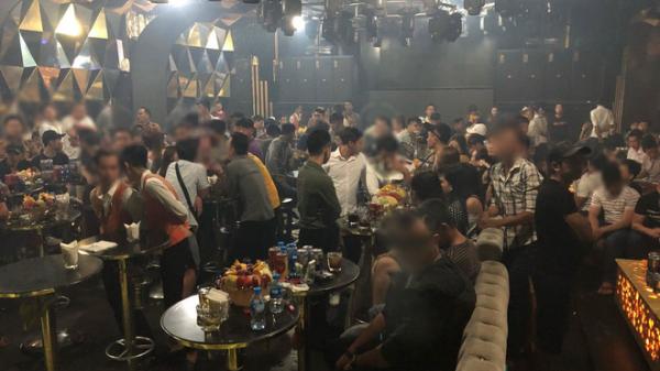 Gần 200 dân chơi nghi phê ma tuý tháo chạy tán loạn ở khách sạn Sài Gòn khi công an ập vào kiểm tra