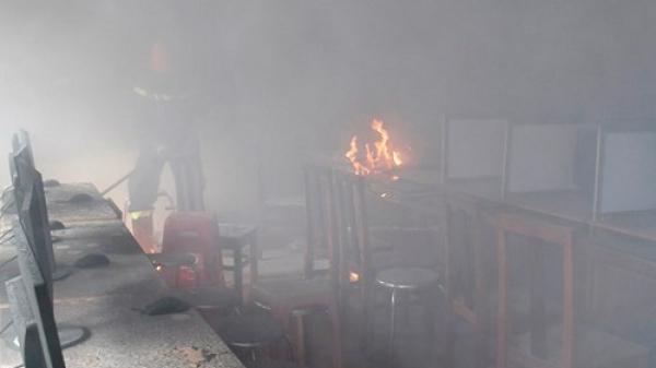 Cà Mau: Phòng tin học bất ngờ cháy lớn, thiêu rụi nhiều thiết bị điện tử