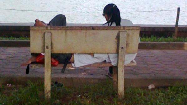 TP.HCM: Tâm sự trong công viên, cặp đôi bị nhóm người dùng hung khí tấn công cướp sạch tài sản