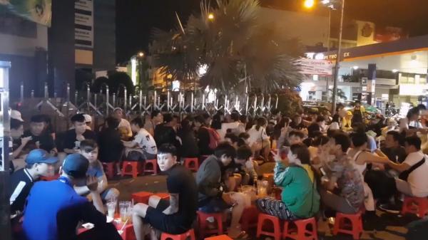 Khu bánh tráng trà chanh 'chém gió' đêm mới nổi ở Sài Gòn