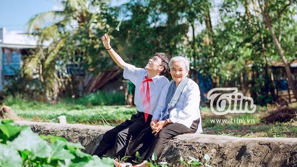 Cụ bà 87 tuổi ở Miền Tây: Trẻ khổ cực nuôi cháu, già giúp cháu quay clip kiếm tiền, chấp nhận cháu là LBGT