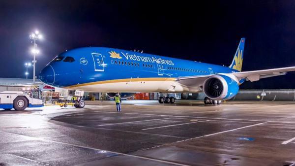 Hàng loạt chuyến bay bị huỷ, chậm vì bão Sơn Tinh
