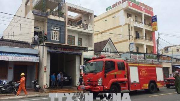 Chập điện, lửa thiêu rụi tầng 2 của căn nhà giữa phố Cà Mau
