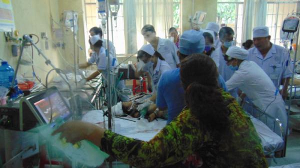 NÓNG: Truy sát kinh hoàng, nam thanh niên chém 11 người thương vong ở miền Tây