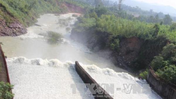 Xả tràn tại hồ thủy lợi lớn nhất Nghệ An
