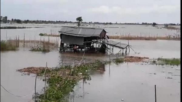 Miền Tây bắt đầu chống chọi với nước lũ từ sự cố vỡ đập ở Lào