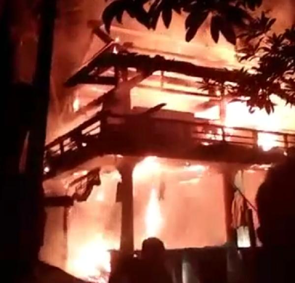 Nghệ An: Cháy lớn trong đêm, một căn nhà bị thiêu rụi hoàn toàn