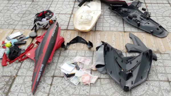 Miền Tây: PHẪN NỘ thanh niên 9X hành hung phụ nữ rồi… tháo bung xe vứt lên vỉa hè