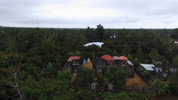 Bí ẩn khu mộ cổ rêu xanh đẹp như cung điện thu nhỏ ở miền Tây