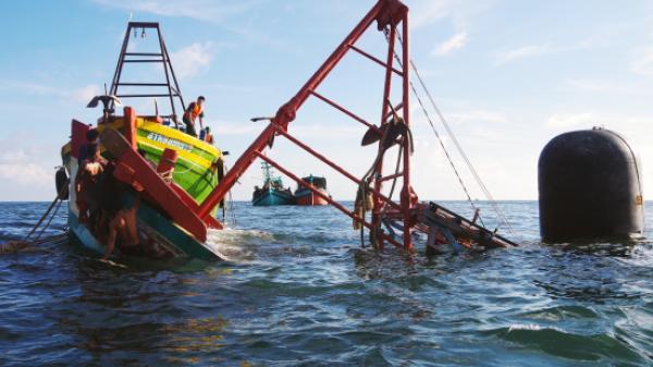 BĐBP Cà Mau cứu vớt kịp thời 4 thuyền viên gặp nạn trên biển