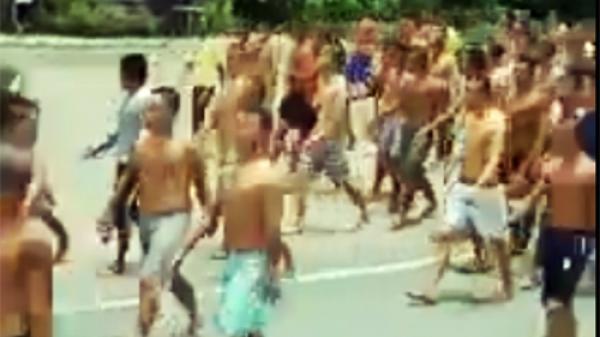 Miền Tây: Hàng trăm học viên cai nghiện hò hét rồi tràn ra quốc lộ