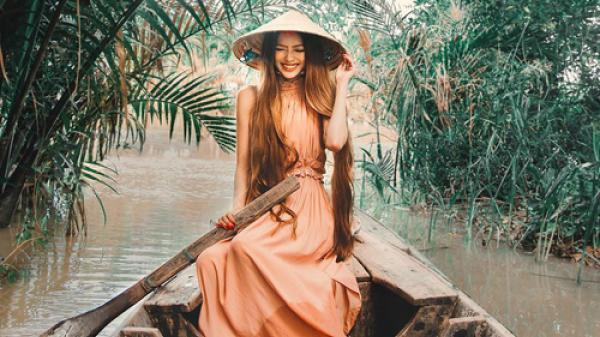 'Công chúa tóc mây' gốc Việt đưa bạn trai Tây về Trà Vinh chèo thuyền