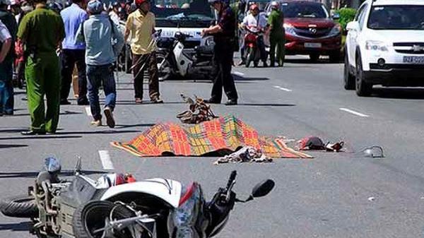 Cà Mau: Va quệt xe máy, 5 người thương vong trong đó một người tử vong thương tâm chưa kịp cấp cứu