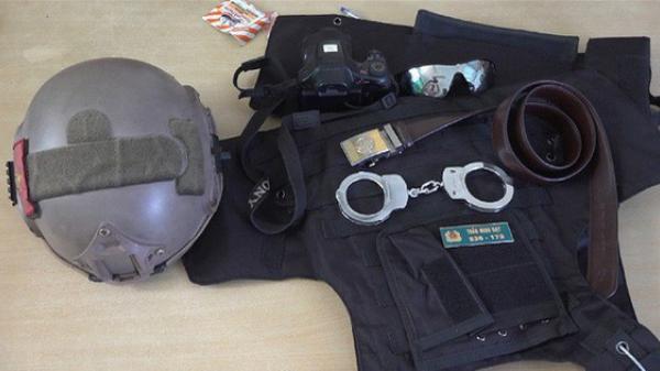 Bắt nam thanh niên ngụ ở Trà Vinh mặc trang phục cảnh sát cơ động có biểu hiện nghi vấn