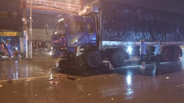 Xe máy tông trực diện xe tải trong mưa lớn, người đàn ông Cà Mau tử vong